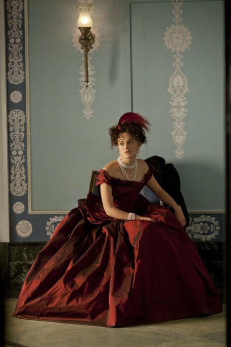 Anna Karenina vestido rojo película