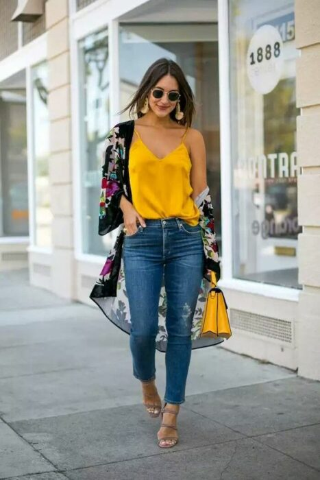 girl in black kimono and contrasting flowers with yellow blouse; 13 Ideas to wear a kimono like Sailor Mars