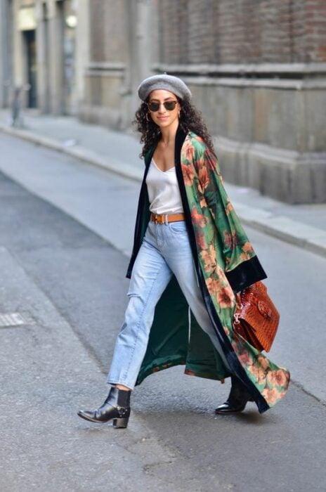 chcia with beret and silk kimono; 13 Ideas to wear a kimono like Sailor Mars