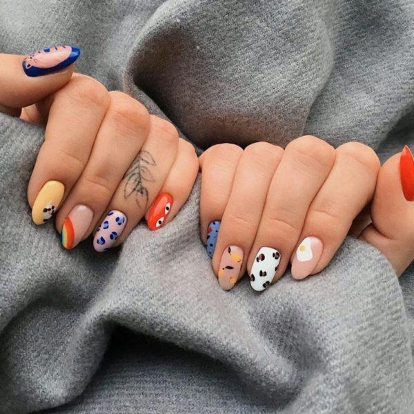 manicura con arcoíris, puntos y líneas ;13 Manicuras para sumarte a la tendencia 'pic and mix'