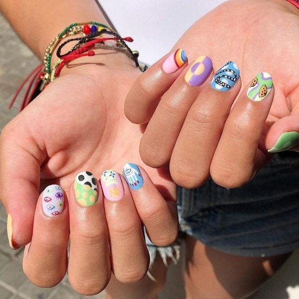 manicura con puntos y figuras de colores ;13 Manicuras para sumarte a la tendencia 'pic and mix'