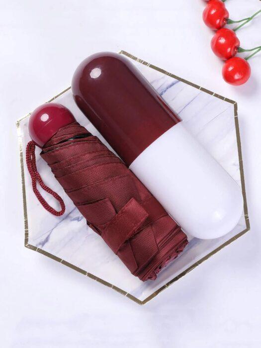 Sombrilla en forma de capsula; 14 Básicos para sobrevivir al calor con bastante glamour