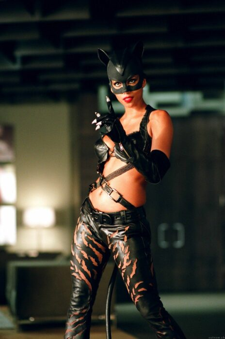 Halle Berry  para la película: Gatúbela; 15 Celebridades que se dicen arrepentidas de los papeles que han tomado
