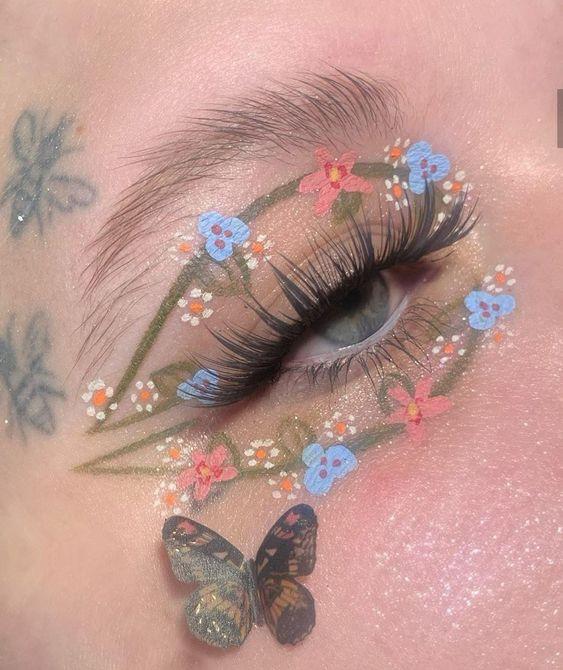 Delineado en verde con flores azul;  Delineados con flores para una mirada llena de color