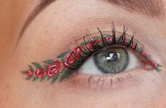 Delineado con rosas rojas;  Delineados con flores para una mirada llena de color