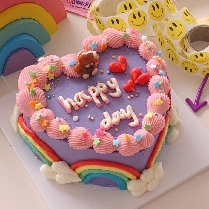 Pastel en forma de corazón decorado con betún alto, 15 Pasteles para celebrar tu cumple con un toque cute