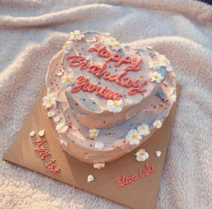 Pastel en forma de corazón con betún alto;15 Pasteles para celebrar tu cumple con un toque cute