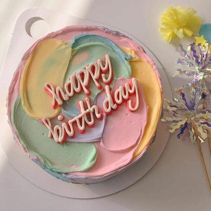 Pastel en tonos cálidos para celebrar; 15 Pasteles para celebrar tu cumple con un toque cute