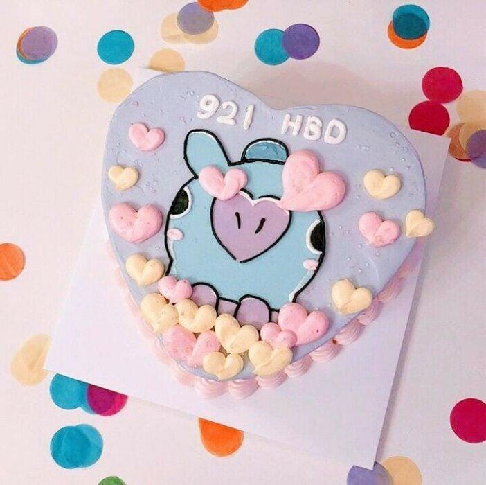 Pastel en forma de corazón con betún de uva; 15 Pasteles para celebrar tu cumple con un toque cute