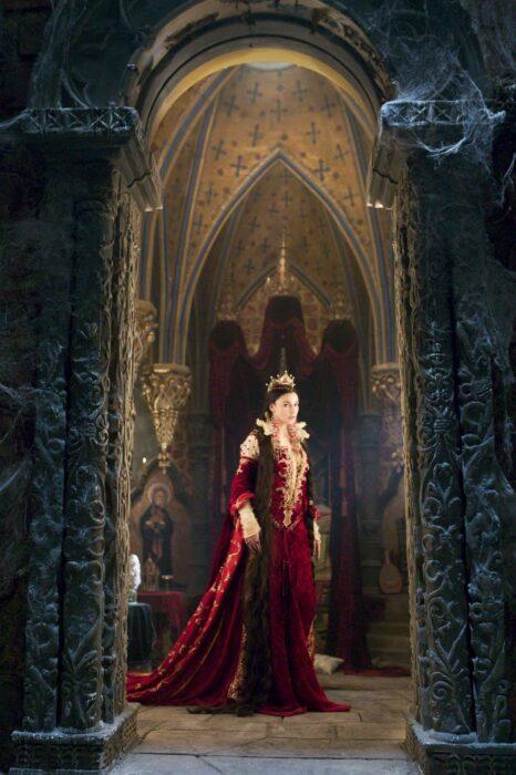 Monica Bellucci los hermanos grimm vestido rojo