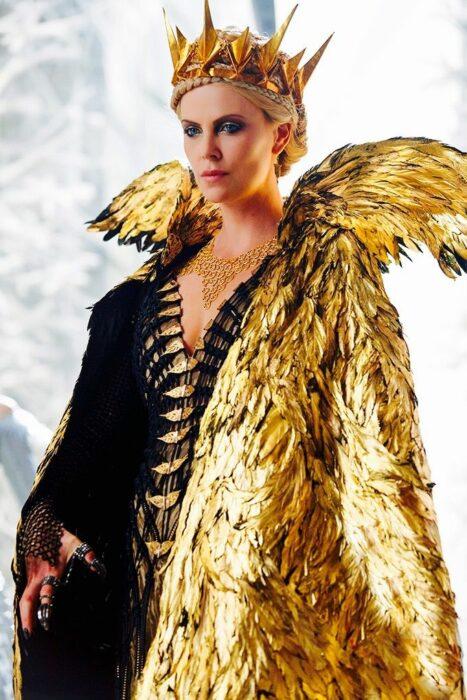 charlize theron vestido dorado snow white and the huntsman