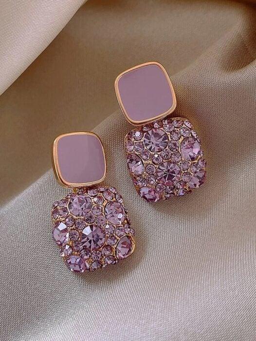 Aretes con brillantes en color rosa