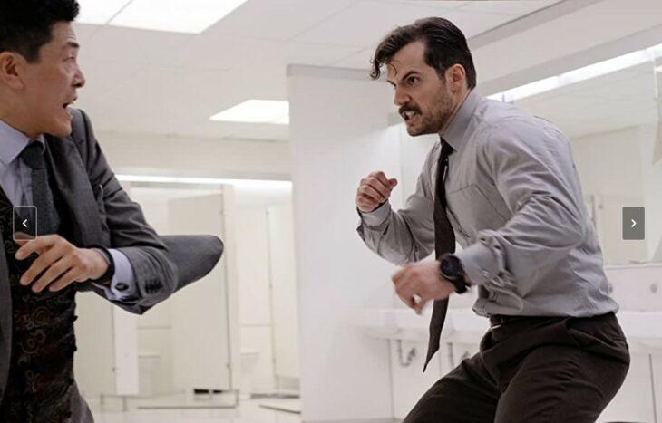 Escena de la película misión imposible. Henry Cavill peleando con otro actor