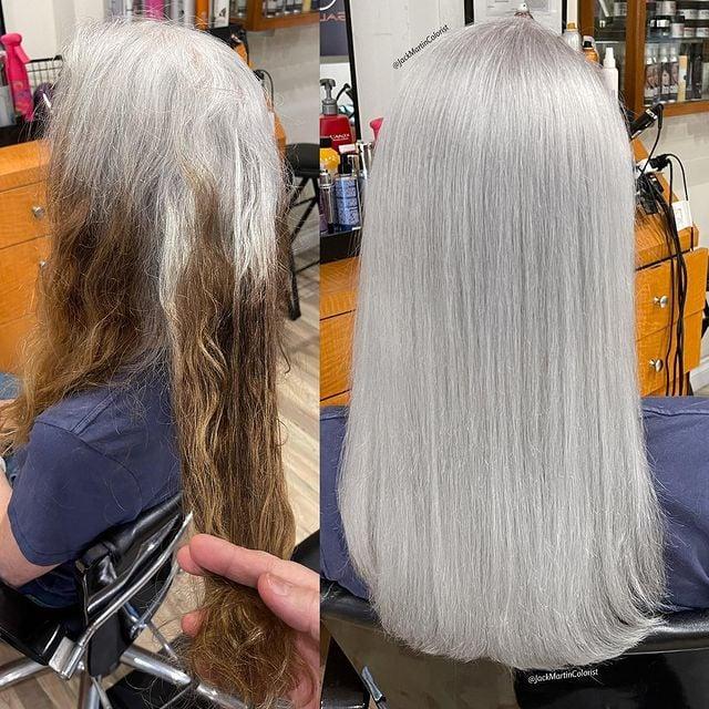 Mujer de espldas mostrando su scambio de cabello al teñirlo plata; Convierte cabello con canas en hermosas melenas plateadas