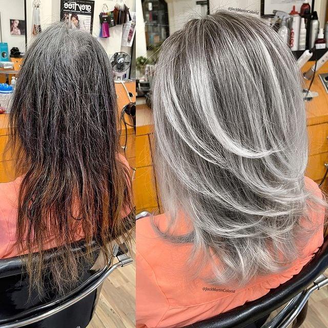 mujer de espaldas mostrando su cabellera teñida; Convierte cabello con canas en hermosas melenas plateadas