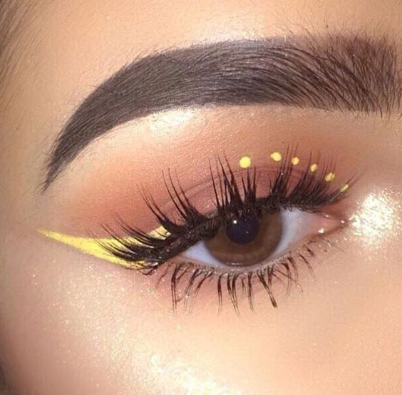 Outlined in yellow with dots; aesthetic outlines that you will want to try
