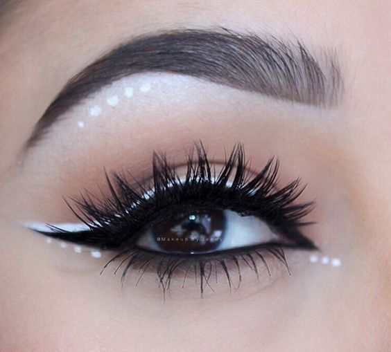 Outlined in white with small dots; aesthetic outlines that you will want to try