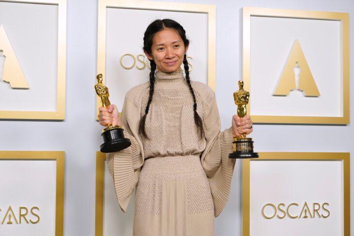 Chloé Zhao por Nomadland en la entrega de los premios oscar