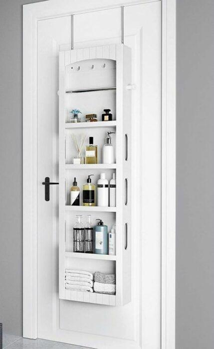 Mueble para colocar detrás de la puerta con productos