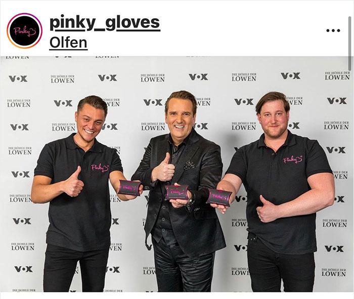 Creadores de los pinky gloves para cambiar las toallas y tampones