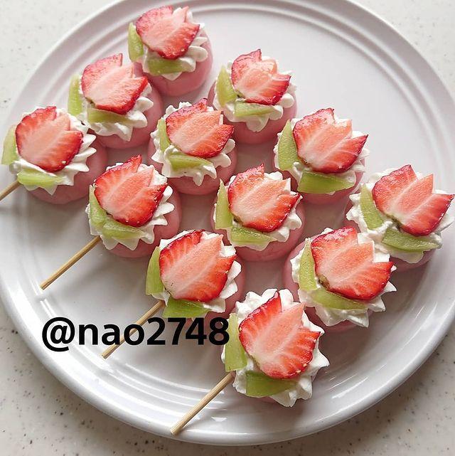 Brochetas en forma de fresas; Platillo elaborado por nao2748; Hermosa comida de bento estilo japonés