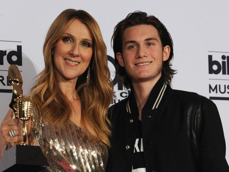 René-Charles Angélily Celín Dion abrazados durante la entrega de premios