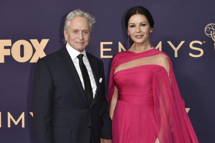 Michael Douglasy Catherine Zeta Jones durante la entrega de premios Emmy