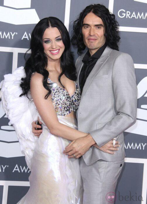 Rusell Brandy Katy Perry abrazados posando para una fotografía