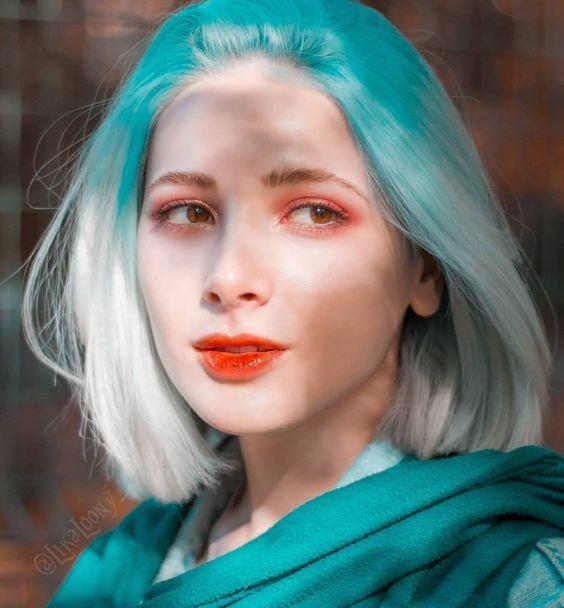 chica con cabello teñido en blanco con verde azulado; Ideas para pintarte el cabello de un color que nunca imaginaste