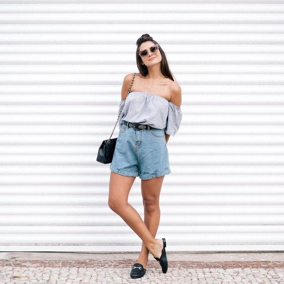 Girl wearing baggy shorts with low-cut blouse; Ideas to wear shorts in spring