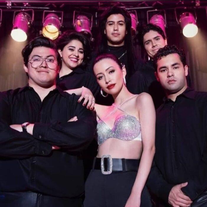 Elenco de Selena , La serie reunido para una foto promocional