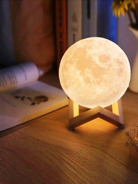 Lampara de mesa en forma de luna; Lamparas bonitas que desearas