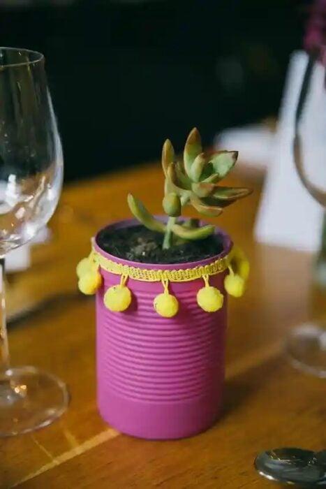 Maceta decorada con una lata de metal; Ideas para crear tus propias macetas