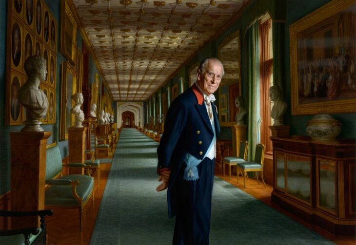 El príncipe Felipe en un salón de eventos; Muere el príncipe Felipe