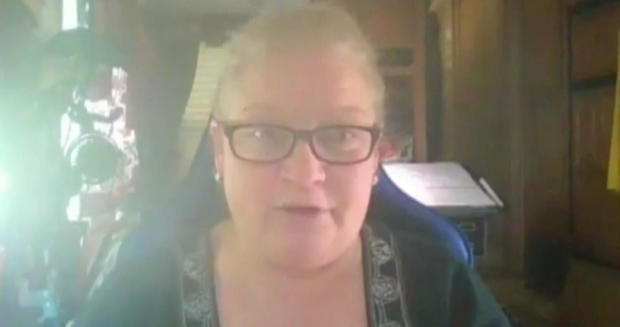 Mujer acusada de delito al no regresar una cinta VSH en 1999