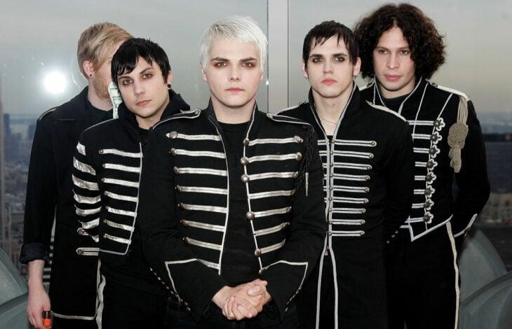 Banda My Chemical Romance posando para una fotografía