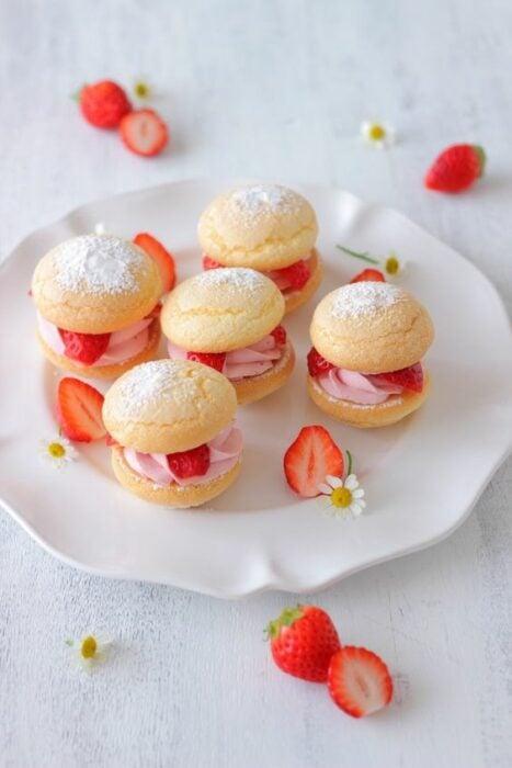 macarones de pan rellenos de fresa; Panecillos suavecitos que te derretirán el paladar