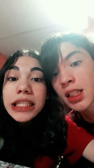 Pareja de novios mostrando los dientes; Parejas de novios que se parecen entre sí