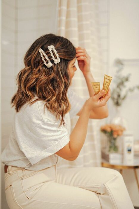 Girl with shoulder-length hair fastened with pearl-filled clips