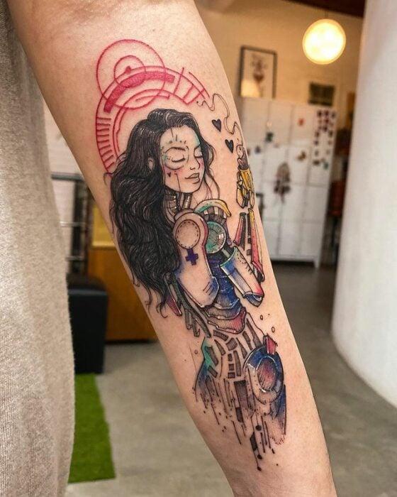 Tatuaje de mujer con silueta robotica; Tatuaje de Robson Carvalho