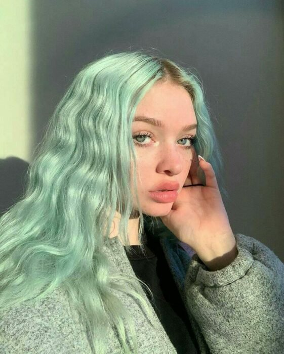 Girl with dyed mint green hair; Pretty pastel dyes you should try