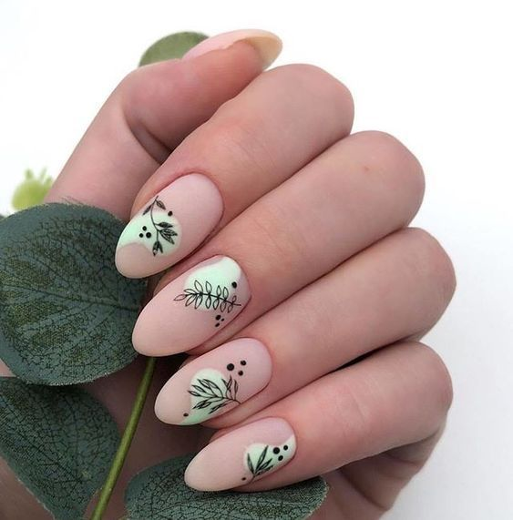 Manicyra in nude tone with green contrast and decorated with green leaves; Pretty nails with leaf design