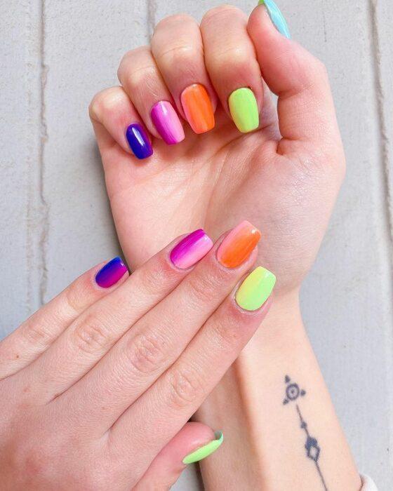 degradado dúo en manicura;13 Lindas ideas para llenar tus uñas de colores