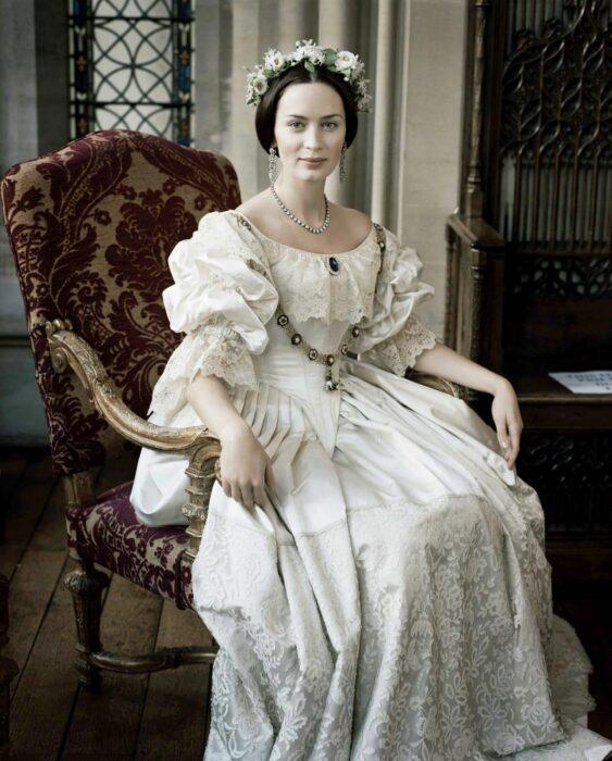 Emily Blunt Queen victoria vestido de boda