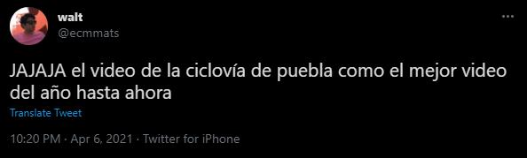 memes de usuarios en twitter burlándose de las caídas en ciclovía de puebla
