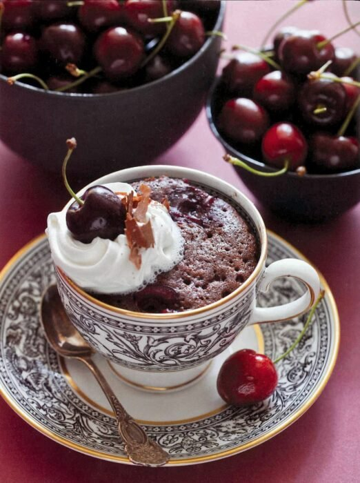 pastelillo con cerezas ;13 Sencillas rectas para hacer 'mug cakes' en microondas
