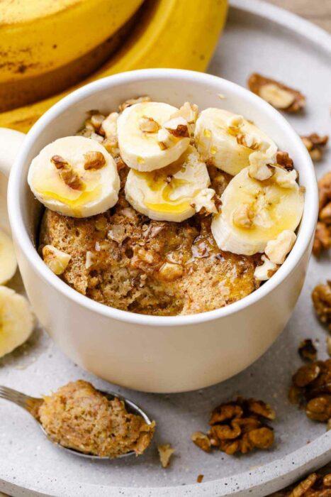 Pastelillo con banana ;13 Sencillas rectas para hacer 'mug cakes' en microondas