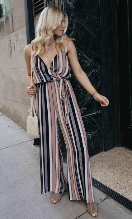 chica llevando un palazzo ;14 Ideas para vestir como la reina de la primavera