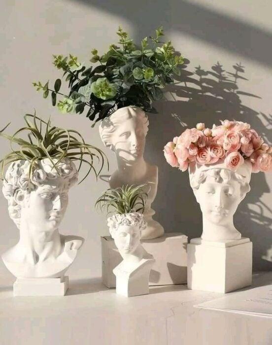 Macetas en forma de cabezas griegas ;14 Macetas aesthetic para que tus plantas se ven bien chulas