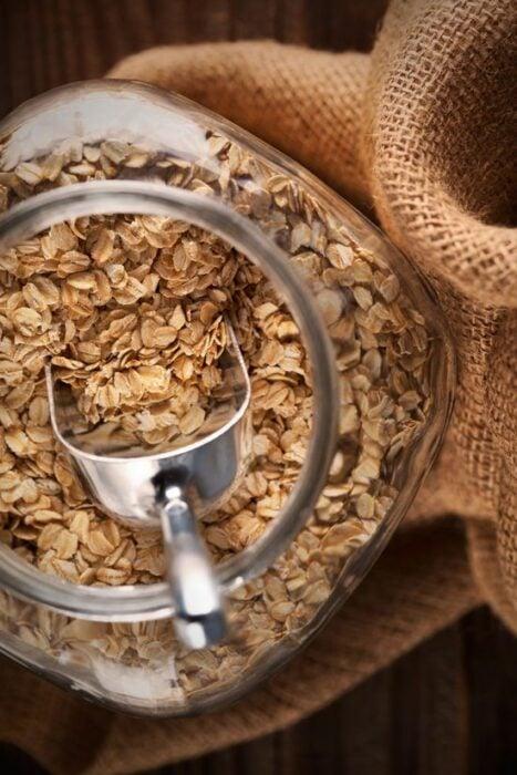 avena tostada; 6 Ideas para hacer tu propio champú seco en casa